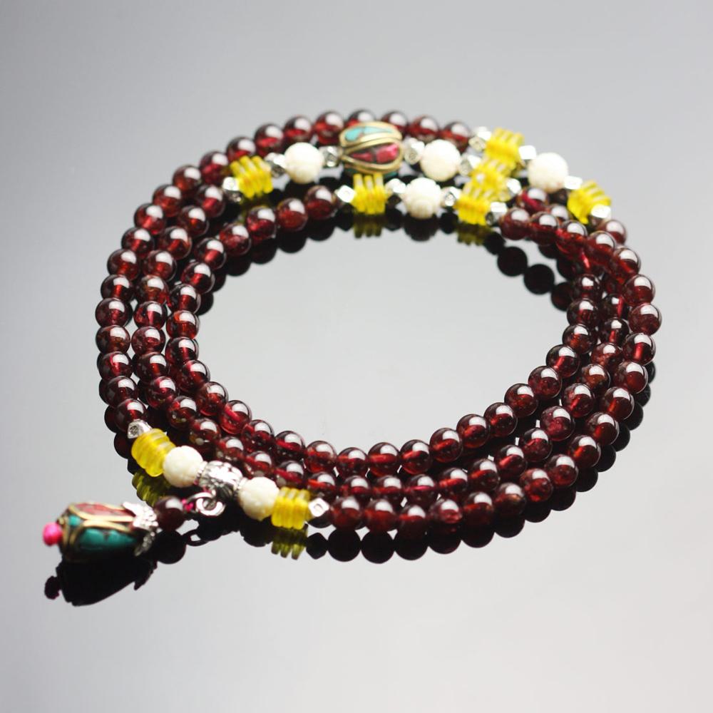 王廷珠宝手链,独特的设计和精美的加工工艺,打造完美的色彩地带,带给